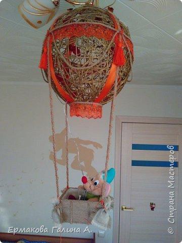 Добрый день ! Представляю Новогоднею работу,ночник-Воздушный шар.Мастерила для сына.Сейчас в корзинке мышонок А на новогодние праздники в корзине был снеговик и петушок.  фото 1