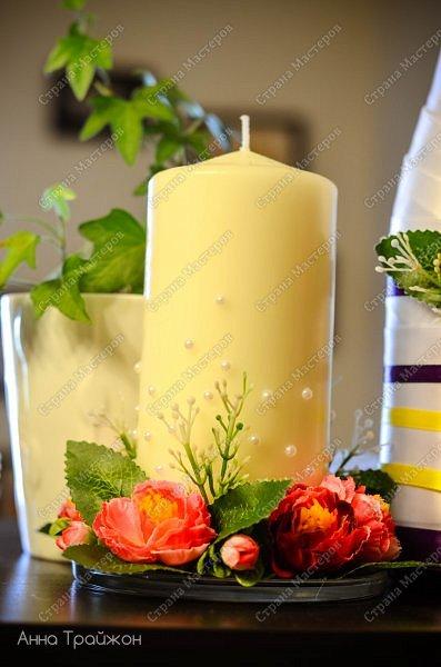 Всю эту бутафорию сама изготавливала для своей свадьбы. У нас была определенная цветовая палитра и цель сделать все сочно, стильно, вкусно) Материал:атласные ленты, горячий клей, искусственные цветы.  фото 2