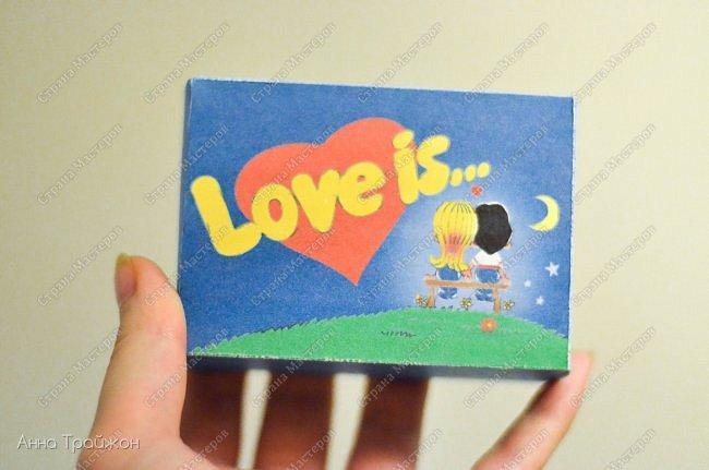 """На 14 февраля решила сделать вот такой необычный подарок, который пополняется по сей день. Это карточки """"Love is..."""" с фотографиями из семейного архива. Кому интересно могу рассказать подробнее как все делается)  фото 1"""