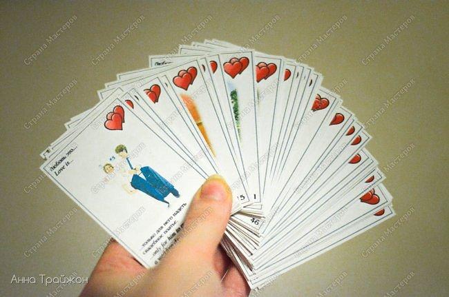 """На 14 февраля решила сделать вот такой необычный подарок, который пополняется по сей день. Это карточки """"Love is..."""" с фотографиями из семейного архива. Кому интересно могу рассказать подробнее как все делается)  фото 2"""