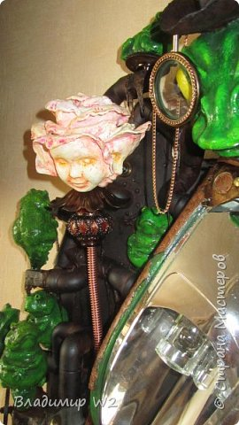 """Розу белую с черною жабой Я хотел на земле повенчать.  Для процесса """"венчания"""" понадобится; пластилин, силикон, картон гофра, масса папье-маше, фара автомобильная, пенопанель, оргалит, пластиковые трубки, кисти, краски, лак фото 54"""