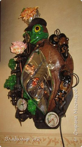 """Розу белую с черною жабой Я хотел на земле повенчать.  Для процесса """"венчания"""" понадобится; пластилин, силикон, картон гофра, масса папье-маше, фара автомобильная, пенопанель, оргалит, пластиковые трубки, кисти, краски, лак фото 57"""