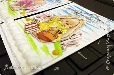 """Здравствуйте. Сегодня я сделала новую серию АТСок и назвала её """"Милые зайки"""". Я использовала акварельные краски. Штампы у меня листья и облака. Но для этих зайчиков листья получились как деревья. Ещё я использовала розовые тычинки, жёлтые брадс и помпончики. Буду рада обмену! Меняюсь по России. (Я отправляю АТС в """"заказных"""" письмах). фото 5"""