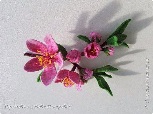 Ветка цветущего миндаля. Нежный весенний аксессуар-брошь. Шерсть. фото 3
