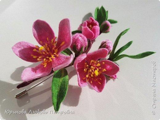 Ветка цветущего миндаля. Нежный весенний аксессуар-брошь. Шерсть. фото 6