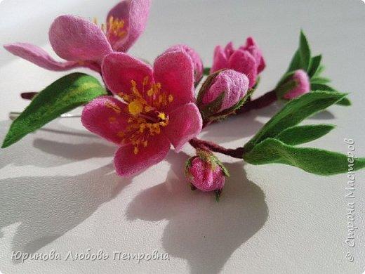 Ветка цветущего миндаля. Нежный весенний аксессуар-брошь. Шерсть. фото 7