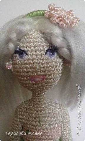 """Всем привет, снова наступила весна! Хоть пока что она не радует своей погодой, бывают тёплые и солнечные деньки. Каждый автор видит весну по-своему и мне образ этого времени года явился в этой милой кукле)Это моя первая каркасная кукла, поэтому не судите строго. Вязала я её по мк """"Handmade by Mrs. Owl""""-очень полезный YouTub канал, на нём очень много интересных мастер классов, как для новичков, так и для опытных вязальщиков. фото 4"""