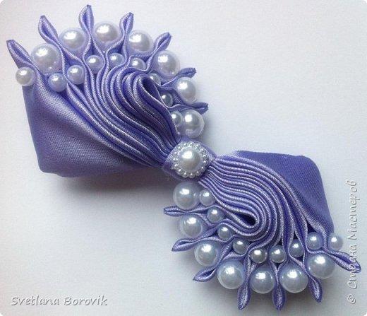 Заколка Волна канзаши из атласных лент с бусинами. Hairpin sea Kanzash from satin ribbon with beads https://www.youtube.com/watch?v=3MG413PFKvQ