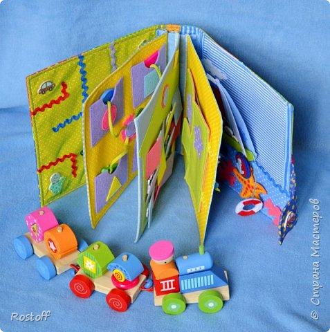 Доброго времени суток, мастерицы Страны! Вот моя новая любимая книжка) Для одного замечательного малыша - Тимоши, любознательного сынули моей подруги) Придумывала  (вспоминала!) идеи заданий для годовасиков, постаралась собрать все базовые темы, которым учат малышей в этом возрасте: цвета, фигуры, счёт, логика, направление, погода, развивающие память. Ну и художественная страничка, имеющая отношение лично к адресату) фото 21
