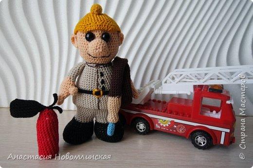 """Вот такой у меня связался пожарный - он всегда на боевом посту! Рост 16 см, пехорка """"Ажурная"""" фото 1"""