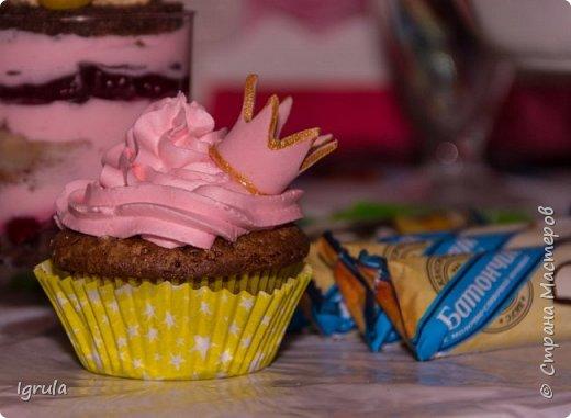 Продолжаю тему тортиков для самых маленьких. Начало тут http://stranamasterov.ru/node/1089251 Не очень удачный( на мой взгляд) тортик. Объемная аппликация в этот раз получилась несуразной какой-то. Хотя персонажи, вроде бы, узнаваемы... Вес 2,3кг. Шоколадный бисквит, сливочно-творожный карамельный крем, какао пропитка фото 10
