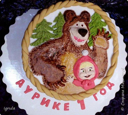 Продолжаю тему тортиков для самых маленьких. Начало тут http://stranamasterov.ru/node/1089251 Не очень удачный( на мой взгляд) тортик. Объемная аппликация в этот раз получилась несуразной какой-то. Хотя персонажи, вроде бы, узнаваемы... Вес 2,3кг. Шоколадный бисквит, сливочно-творожный карамельный крем, какао пропитка фото 1