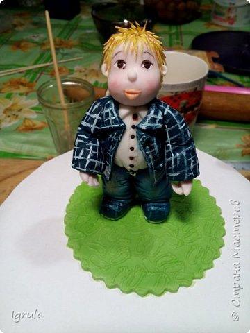 Продолжаю тему тортиков для самых маленьких. Начало тут http://stranamasterov.ru/node/1089251 Не очень удачный( на мой взгляд) тортик. Объемная аппликация в этот раз получилась несуразной какой-то. Хотя персонажи, вроде бы, узнаваемы... Вес 2,3кг. Шоколадный бисквит, сливочно-творожный карамельный крем, какао пропитка фото 20