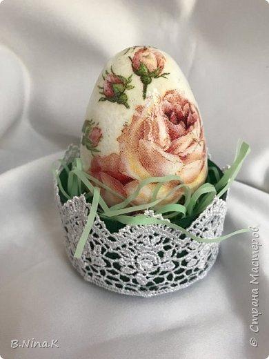 Добрый день ! Сегодня я к вам с пасхальными яйцами. Скоро светлый праздник Пасха и подготовка началась.  Пластиковое яйцо, покраска, декупаж и лакировка. фото 1