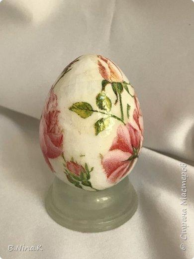 Добрый день ! Сегодня я к вам с пасхальными яйцами. Скоро светлый праздник Пасха и подготовка началась.  Пластиковое яйцо, покраска, декупаж и лакировка. фото 5