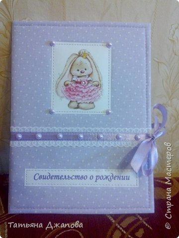 Всем привет!  У меня родилась племянница и я решила подарить фотоальбом и папку для свидетельства о рождении. Делала впервые,  но мне очень понравился процесс и результатом довольна.  фото 9