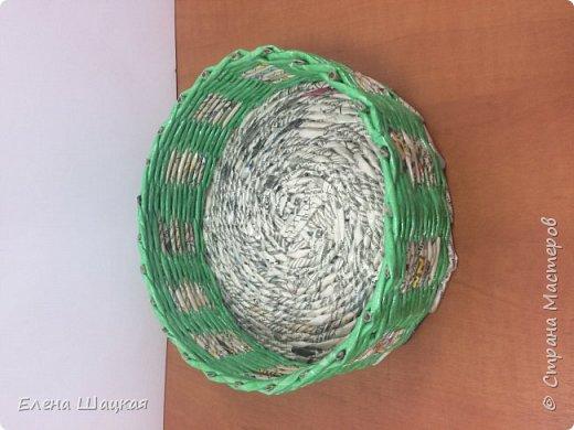 Сова сделана из белой кромки газет, покрашена морилкой клен, разбавленной. Это моя первая сова. Было сделано еще пять штук, но каждый раз что-то в них меняла. В следующей записи обязательно покажу последние экземпляры. фото 3
