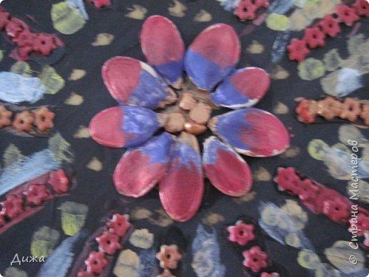 Всем добрый вечер! Хочу показать вам поделку, которую я сделала для мамы в подарок. Использовала семена, макароны в виде цветочка и акриловые краски. фото 4