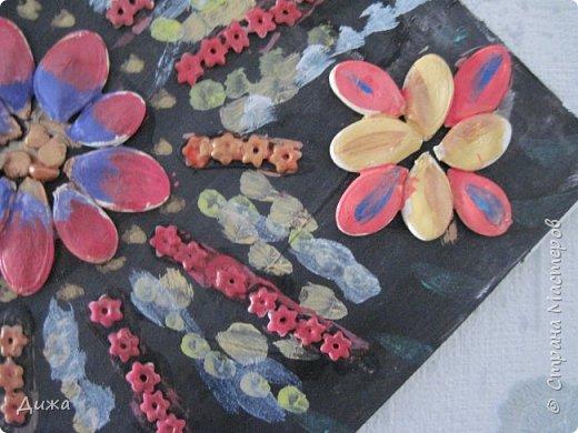 Всем добрый вечер! Хочу показать вам поделку, которую я сделала для мамы в подарок. Использовала семена, макароны в виде цветочка и акриловые краски. фото 6