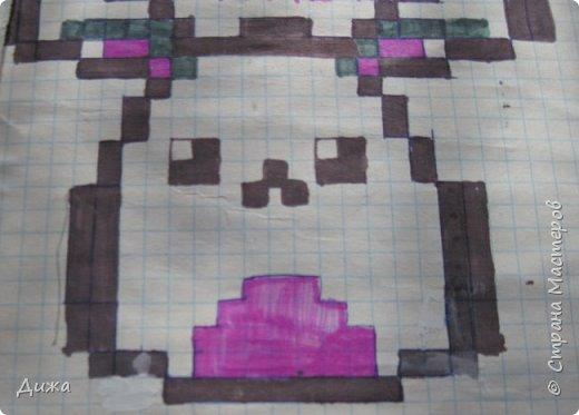 Всем привет! Сегодня я вам покажу мои рисунки по клеточкам. Раскрашивала рисунки карандашами и фломастерами.  Это котёнок. фото 2