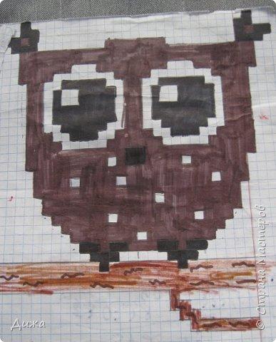 Всем привет! Сегодня я вам покажу мои рисунки по клеточкам. Раскрашивала рисунки карандашами и фломастерами.  Это котёнок. фото 5