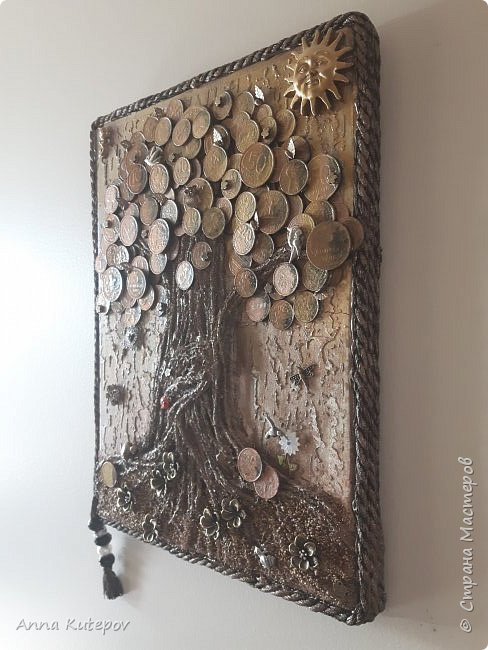Разве не у каждого мастера должно быть своё дерево? :) Делала для себя, давно хотела. 20см х 30см. Тяжёленькое. Деньги настоящие, с разных стран. фото 3
