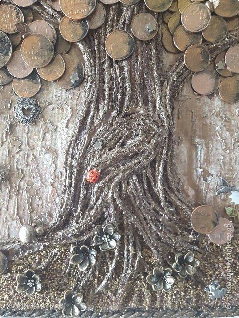 Разве не у каждого мастера должно быть своё дерево? :) Делала для себя, давно хотела. 20см х 30см. Тяжёленькое. Деньги настоящие, с разных стран. фото 4