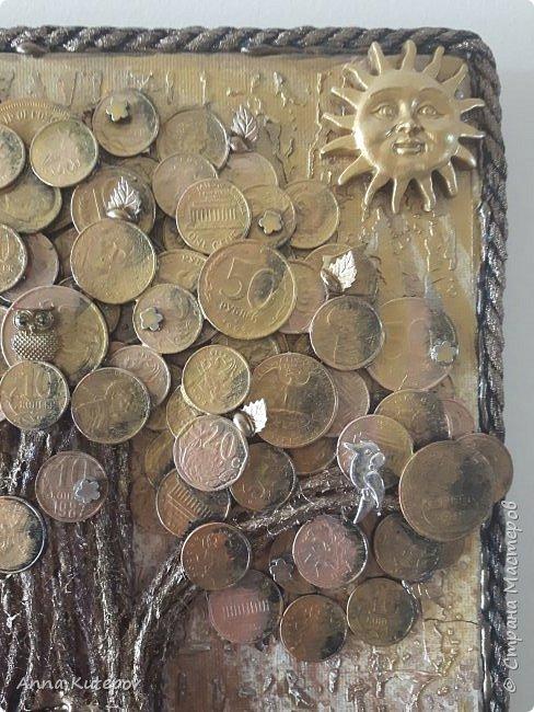 Разве не у каждого мастера должно быть своё дерево? :) Делала для себя, давно хотела. 20см х 30см. Тяжёленькое. Деньги настоящие, с разных стран. фото 5
