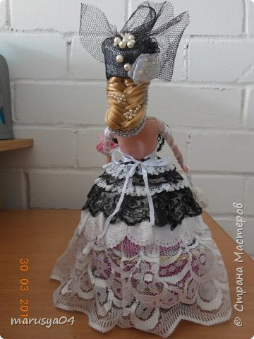 Очередная шкатулочка на бартерный заказ - то бишь в обмен на старые куклы))). Так и хотелось назвать наряд - зимнее утро. Но что-то с рассветом не сложилось))) фото 2