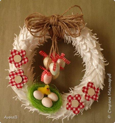 В продолжение темы пасхальных венков, попробовала использовать упаковку для яиц :) Идея не моя, как всегда ищу вдохновение на просторах Инета :) фото 1