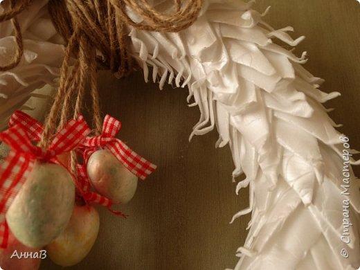 В продолжение темы пасхальных венков, попробовала использовать упаковку для яиц :) Идея не моя, как всегда ищу вдохновение на просторах Инета :) фото 2
