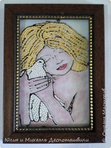 Бог создал белых голубей, Чтоб сделать мир вокруг добрей!  Ручная, милая, моя Голубка с белым оперением... Спасибо, птичка, за доверие, За то, что ласкова, мила. За миг, кода в моих ладошках Твое тепло я ощущая, Казалось крылья обретаю!   фото 1