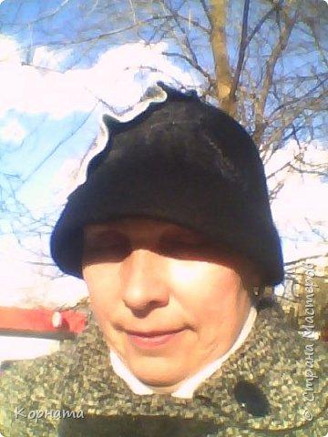 Доброго времени суток, дорогие друзья! Сегодня я с дебютом, решила попробовать валять шляпки.Валяла по видео МК Кати Ветровой. Первую сваляла для своей сватьи в подарок на ДР. Валяла по выкройке французского берета, но т.к. она береты вообще не любит, уваляла до шляпки.Для справки - каждая шляпка весит 60гр.На голове их совершенно не ощущаешь, а для меня это очень ценно, потому что не люблю давления на голову, из-за этого редко ношу головные уборы. фото 18