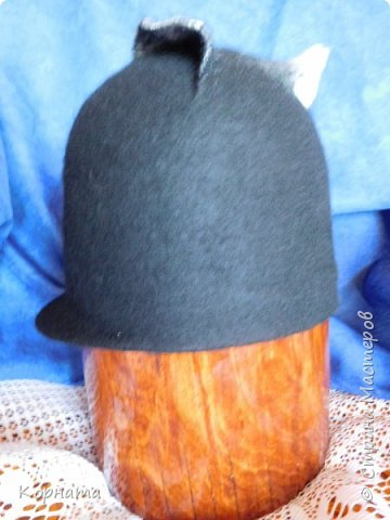 Доброго времени суток, дорогие друзья! Сегодня я с дебютом, решила попробовать валять шляпки.Валяла по видео МК Кати Ветровой. Первую сваляла для своей сватьи в подарок на ДР. Валяла по выкройке французского берета, но т.к. она береты вообще не любит, уваляла до шляпки.Для справки - каждая шляпка весит 60гр.На голове их совершенно не ощущаешь, а для меня это очень ценно, потому что не люблю давления на голову, из-за этого редко ношу головные уборы. фото 19