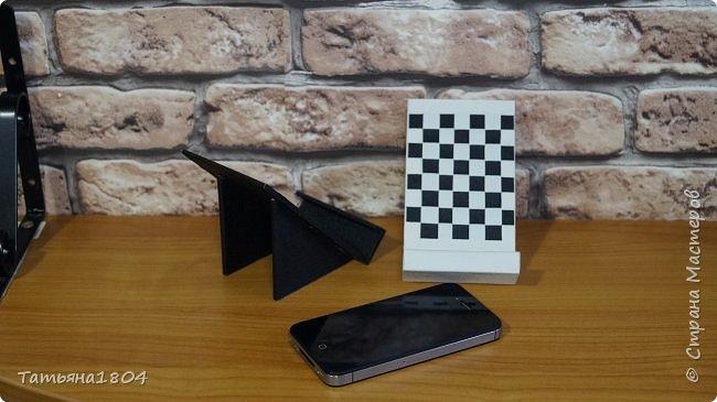 Подставки для мобильных телефонов сделаны из пластика ПВХ, обтянуты искусственной кожей в разных вариациях. фото 2