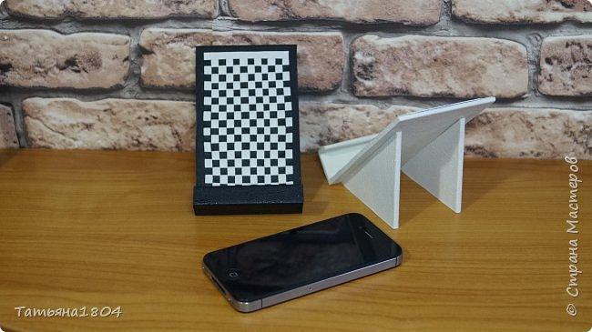 Подставки для мобильных телефонов сделаны из пластика ПВХ, обтянуты искусственной кожей в разных вариациях. фото 3