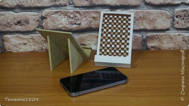 Подставки для мобильных телефонов сделаны из пластика ПВХ, обтянуты искусственной кожей в разных вариациях. фото 4
