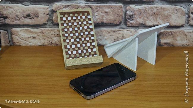 Подставки для мобильных телефонов сделаны из пластика ПВХ, обтянуты искусственной кожей в разных вариациях. фото 5