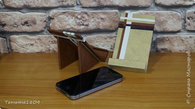 Подставки для мобильных телефонов сделаны из пластика ПВХ, обтянуты искусственной кожей в разных вариациях. фото 8