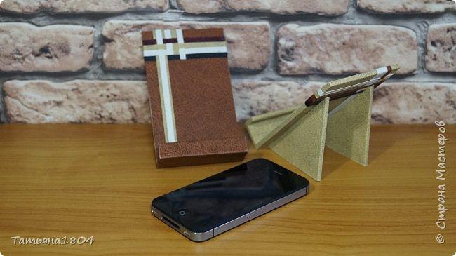 Подставки для мобильных телефонов сделаны из пластика ПВХ, обтянуты искусственной кожей в разных вариациях. фото 9