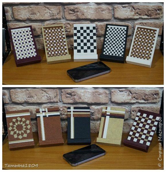 Подставки для мобильных телефонов сделаны из пластика ПВХ, обтянуты искусственной кожей в разных вариациях. фото 13