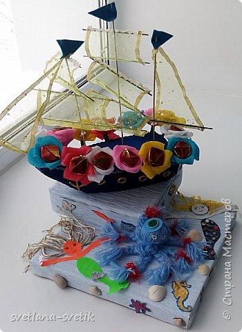 """Меня попросили срочно сделать корабль """"Подарок Умке"""" для конкурса """"Арктическое путешествие"""" между начальными классами школ поселка. Я такую работу еще не выполняла. Срочно и в первый раз!!! Бойся, не бойся, а если обещала помочь, то надо!!! Ну и.... вот такой кораблик у меня получился. фото 5"""