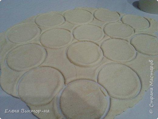 Уважаемые мастера и мастерицы, предлагаю вашему вниманию вкусное и быстрое в приготовлении, а главное полезное печение на основе творога. Итак, приступим. Берём пачку маргарина и трём его на тёрке. фото 7