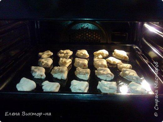 Уважаемые мастера и мастерицы, предлагаю вашему вниманию вкусное и быстрое в приготовлении, а главное полезное печение на основе творога. Итак, приступим. Берём пачку маргарина и трём его на тёрке. фото 12