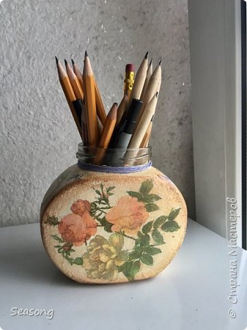 """Для данной работы возможно любое применение, но мне лично удобно хранить тут карандаши. Крышечка тоже есть, на фото она """"висит"""" но за ненадобностью она просто лежит в шкафу :) фото 1"""
