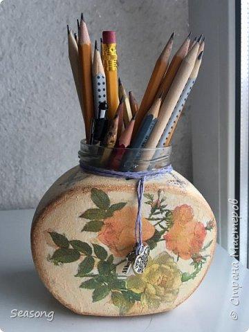 """Для данной работы возможно любое применение, но мне лично удобно хранить тут карандаши. Крышечка тоже есть, на фото она """"висит"""" но за ненадобностью она просто лежит в шкафу :) фото 6"""