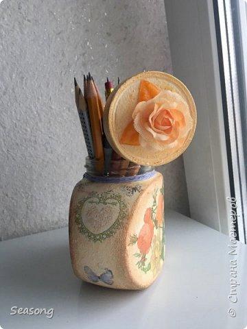 """Для данной работы возможно любое применение, но мне лично удобно хранить тут карандаши. Крышечка тоже есть, на фото она """"висит"""" но за ненадобностью она просто лежит в шкафу :) фото 5"""
