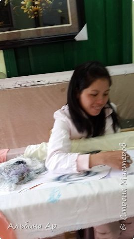 Здравствуйте! Нафотала шёлковых вышивок во Вьетнаме. Очень все искуссно выполнены. Глаза разбегаются и очень дорогие!  фото 13