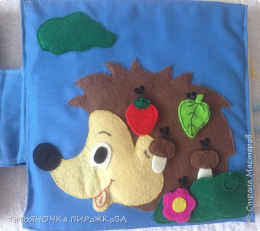 Моя первая развивающая книжка в подарок 2-х летнему племяннику. Обложка: Заяц из фетра. Лапками закрывает глаза (в лапах и глазах вшиты магнитики) фото 11