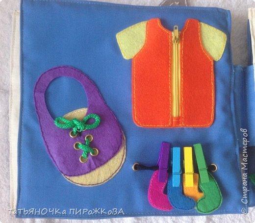 Моя первая развивающая книжка в подарок 2-х летнему племяннику. Обложка: Заяц из фетра. Лапками закрывает глаза (в лапах и глазах вшиты магнитики) фото 14